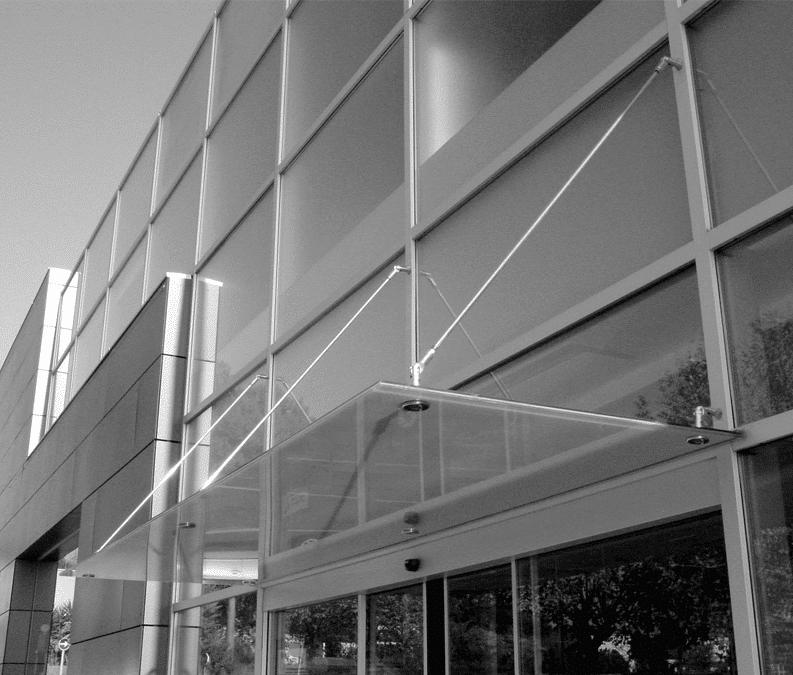 Sistemas completos para la construcción de marquesinas en vidrio