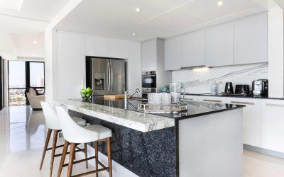 Placa de cocció de cuina en vidre: un toc d'estil