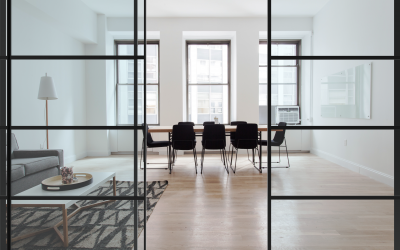 Nova perfilería de color negre per a parets divisòries en cristall